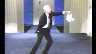 Johnny Carson: Steve Martin has Laryngitis, Performs Magic