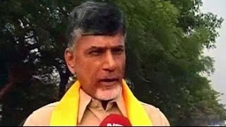 Chandrababu Naidu woos voters with development bait