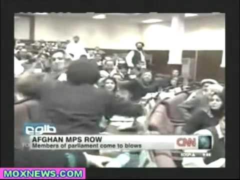 مضاربة شيعيات من اجل الحرية و الديمقراطية في افغانستان