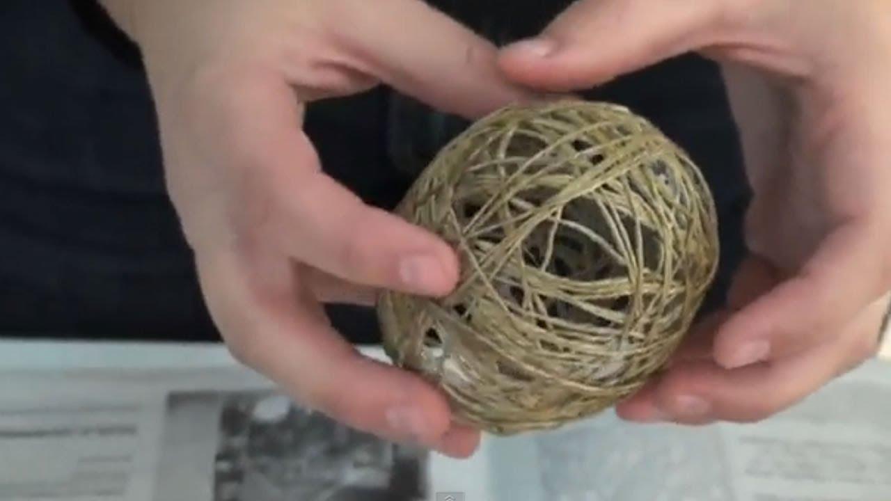 Adornos de navidad reciclados bolas de cuerda para el - Como hacer coronas de navidad ...