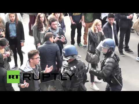 France: Paris' students clash with police