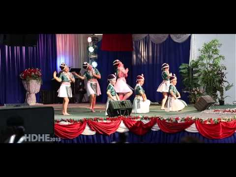 Fresno Hmong International New Year 2013 Dance Competition Round 3 - Nkauj Hmoob Hli Xiab