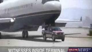 A car saves a plane with a landing gear failure!