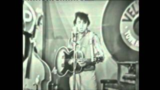 Johnny Cash Does Elvis Presley (Live) Heartbreak Hotel