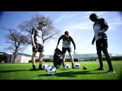 Arsenal's Szczesny, Jenkinson and Gervinho play Takraw