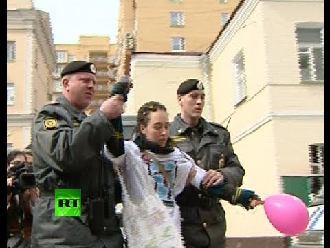 Video: Balloon riot, arrests as blaspheming band Pussy Riot in dock