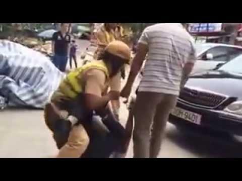 Người vi phạm đánh nhau, rút súng bắn Cảnh sát giao thông