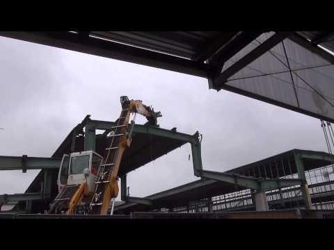 ABBRUCH des Bahnhofsdachs mit LTM 1350-6.1 und LIEBHERR A 924C - #S21|20.1.2014 - ZEITRAFFER| PFA1.1
