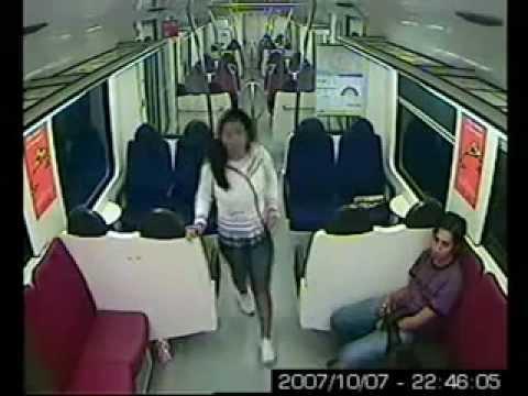 image vidéo C'est dangereux de prendre le metro quand on est une jolie fille