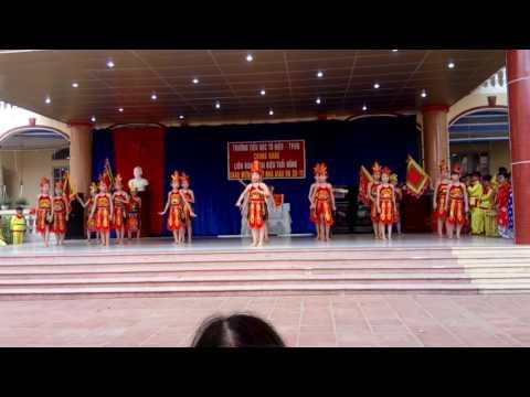 Mua dong mau lac hong lớp 4 E trường tiểu học to hiệu TP Hải Dương