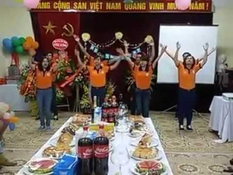Giảng viên Tâm Việt nhảy flashmob Việt Nam ơi mừng sinh nhật Tâm Việt 14 tuổi