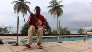 Tuna Netra yang Terkenal dengan Gitar 'Butut' nya