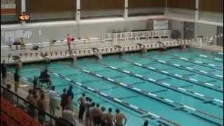 Orang ini berenang sangat cepat sekali layaknya lumba - lumba