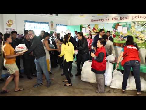 Vlog: Aquino visits evacuation center in Laguna