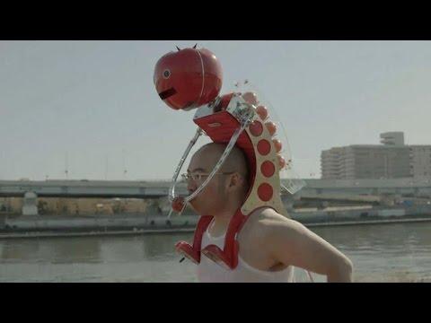 Tomorrow Daily 134: Guest co-host Maude Garrett, a tomato-feeding robot helmet and more