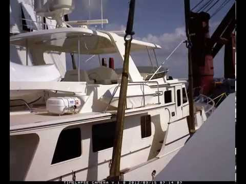 Marine Heavy Lift Services lifting a yacht-boat transport