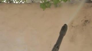 Lavar pared con manguera a presión