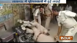 Lucknow: 2 Policemen fight's for recover money Partition