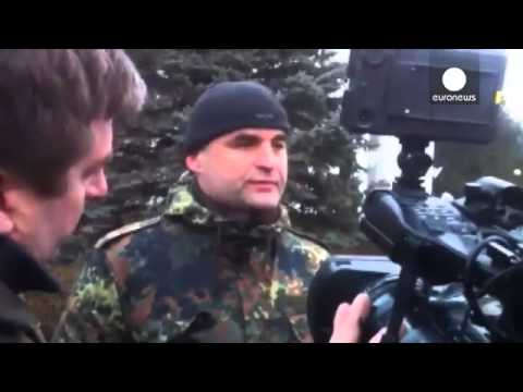 Ukraine denounces 'armed invasion' as suspected Russian forces raid Crimea airports 01-03-2014