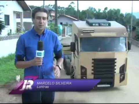 Homem constrói seu próprio caminhão-Mini Truck