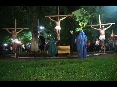 Teatro da Paixão de Cristo emociona a comunidade católica
