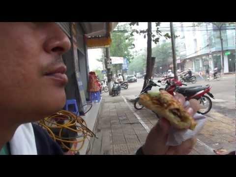 eat Banh my in Vinh yen กินบั๋นหมี่เมืองหวิงเยียน
