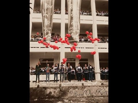 Tiết mục văn nghệ của học sinh trường THPT Huỳnh Thúc Kháng, Vinh, Nghệ An