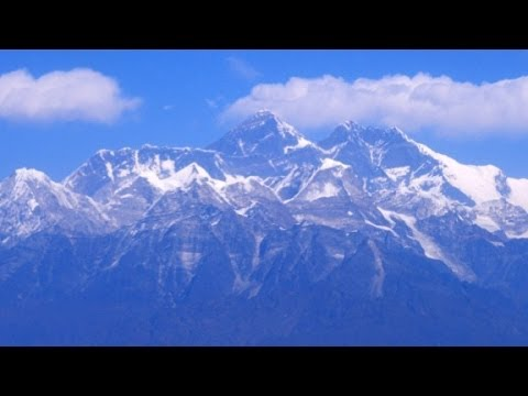 Avalanche on Mount Everest kills 12