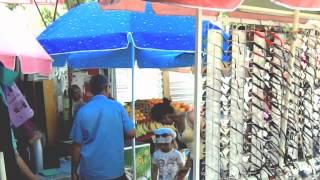 Se construiește la poarta pieței de-asupra cumpărătorilor și a vînzătorilor