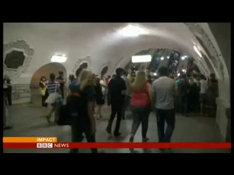"""19 dead"" in Moscow metro crash - BBC News"