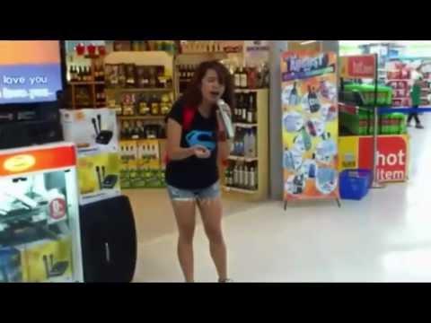 Amazing Karaoke!!! Girl sings Whitney Houston in grocery store