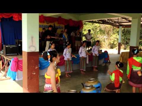 นักเรียนบ้านนอก เซิ้งกระติบข้าว ชุมชนประสานมิตร