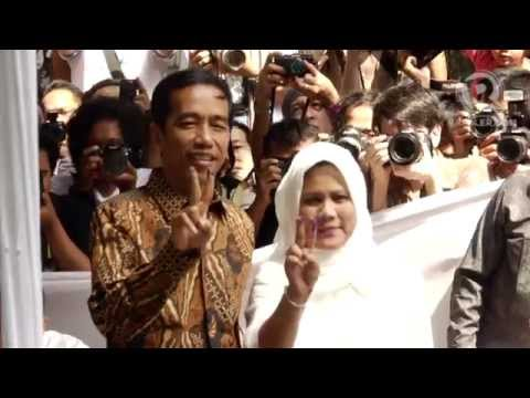 Joko Widodo voting at the 2014 Indonesian presidential elections
