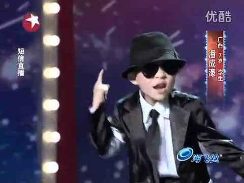 Cậu bé 7 tuổi Pan Chenghao nhảy nhạc Michael Jackson.mp4