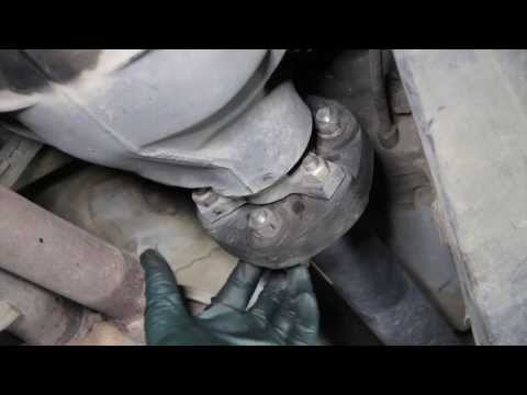 Maintaining a 10 to 15 Year Old Mercedes Yourself Part 09: Drive Line Flex Disk Inspection