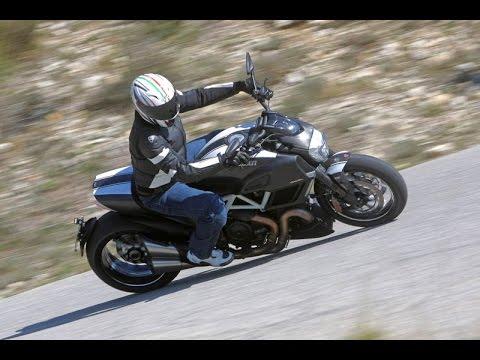 Presentación Ducati Diavel Carbon 2014