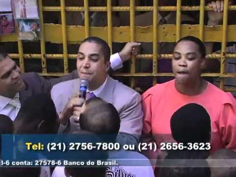 Waguinho na 39ª DP louvando com a cantora Elaine Martins Alvará