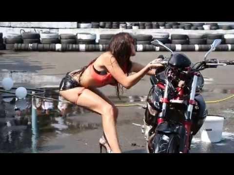 Kad seksi pranje motora pođe naopako :)