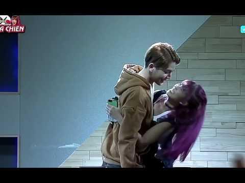 Kelvin Khánh và Khởi My hôn nhau trên live Hàn Quốc