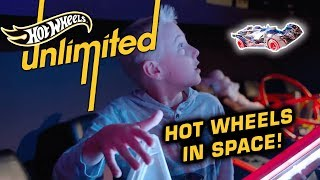 What's Inside? CRAZY BLACK HOLE TRACK IN SPACE PLANETARIUM | Hot Wheels Unlimited | Hot Wheels