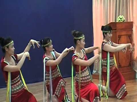 Tieng Chay Tren Soc Bom Bo (HuongSen dance)
