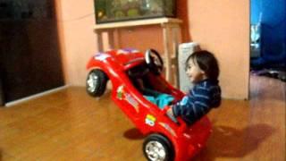 Criança Andando De Carro Em Duas Rodas.MOV