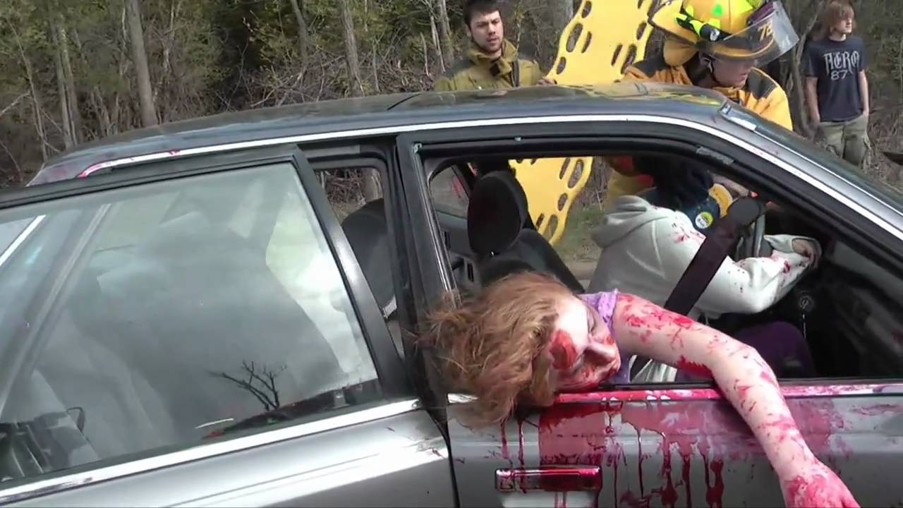 3 photos to stop teens from texting and driving - PoliceOne
