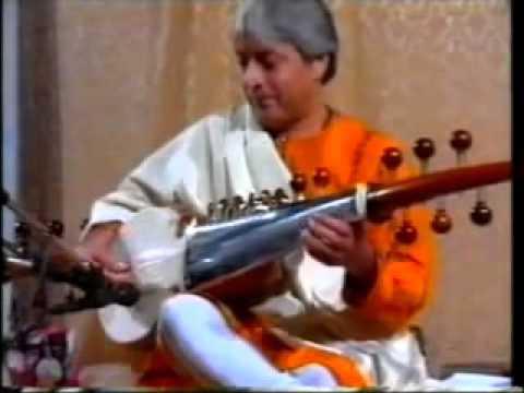 Amjad Ali Khan Raag Durga (Sarod Raga) Shri Mataji Guru 1995 (Sahaja Yoga) Heart Anahata Chakra