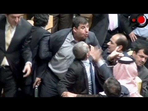 image vidéo  Un député jordanien ouvre le feu à la Kalachnikov au Parlement