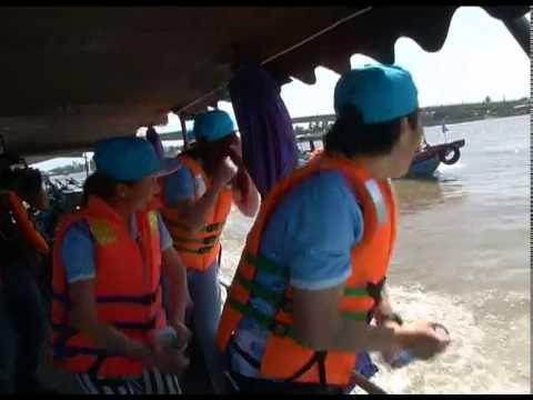 YANTV_ [Hành trình vui nhộn] - Đông Nhi và Khổng Tú Quỳnh đua thuyền trên Bến Ninh Kiều (Cần Thơ)