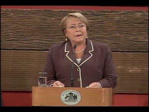 Michelle Bachelet firmó el proyecto de ley sobre la reforma tributaria