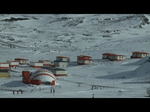 قرية يسكنها الثلج .. و 64 شخصاً !
