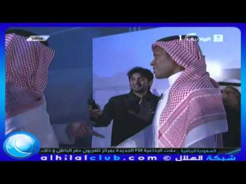 مداعبة بين الامير عبدالله بن مساعد ومحمد الدعيع في حفل تكريم محمد الدعيع