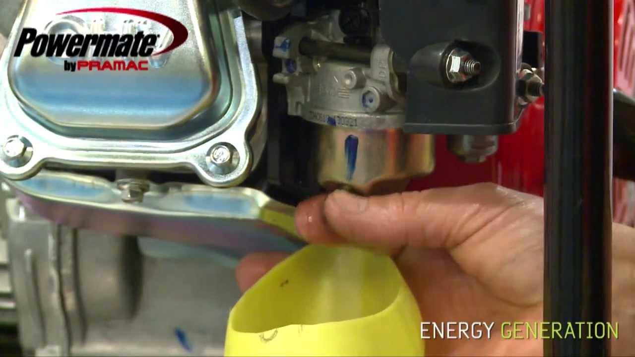 En la bicicleta con motor la gasolina cae en el filtro aéreo en